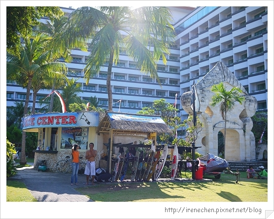 Bali377-Inna飯店沙灘衝浪用品出租.jpg