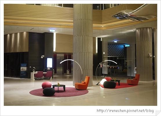 諾富特華航桃園機場飯店03-Lobby.jpg