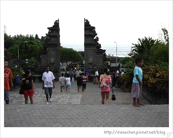 Bali189-海神廟接近中.jpg