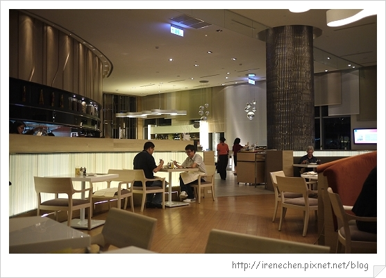 SQUARE-06-用餐區.jpg