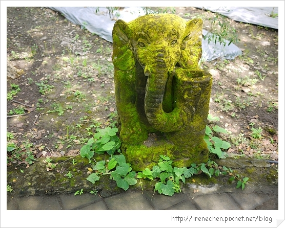 Bali346-野生動物園(大象石雕).jpg