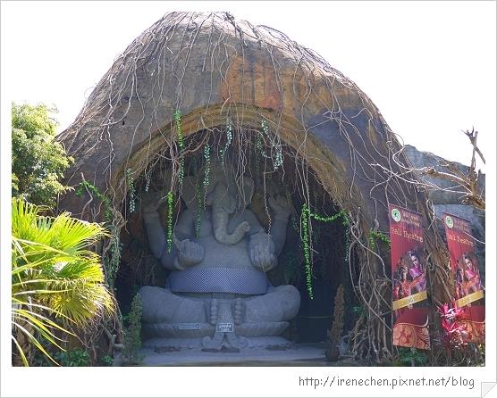 Bali355-野生動物園(特大號大象石雕).jpg