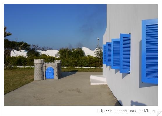 卡托米利07-白牆藍窗.jpg
