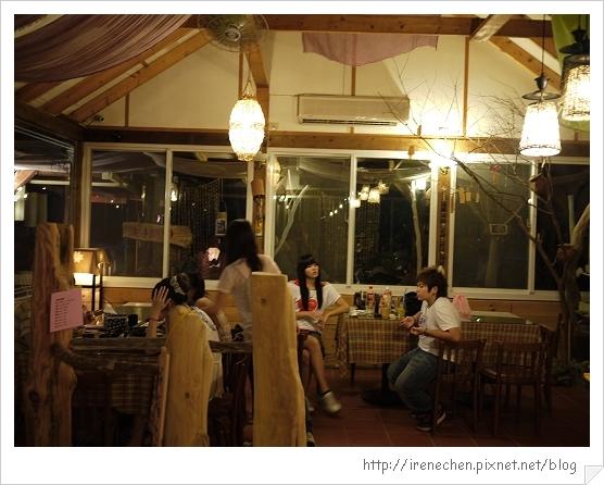 香緹庭園咖啡06-室內座位區.jpg