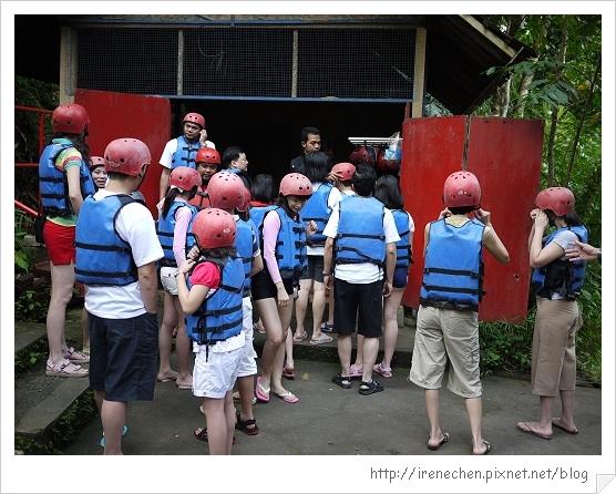 Bali127-泛舟準備.jpg