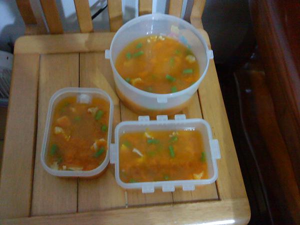 然後放到洋菜粉水裡結凍