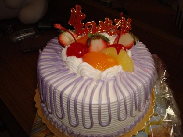 生日蛋糕_均均準備的.JPG
