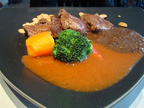 陶板套餐10_和風熟烤牛肉佐和風紅酒加黑胡椒.JPG