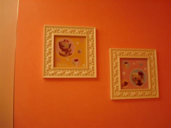 Kitty Toilet3_牆上裝飾.JPG