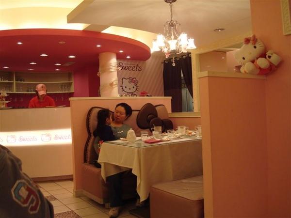 Kitty一景4_1F用餐的地方.JPG