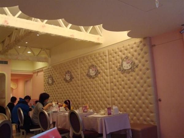 Kitty一景8_2F用餐的地方.JPG