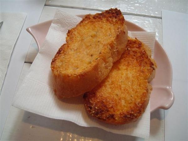 雙魚花園餐3_大蒜麵包.JPG