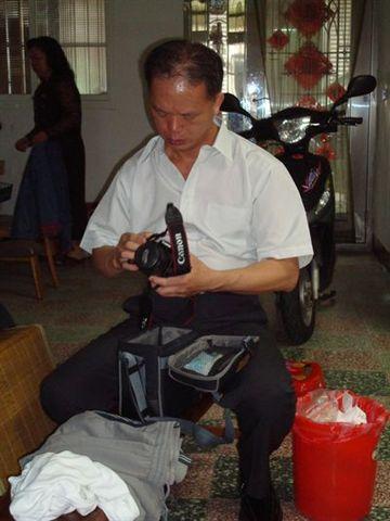 爸媽1_準備相機.JPG