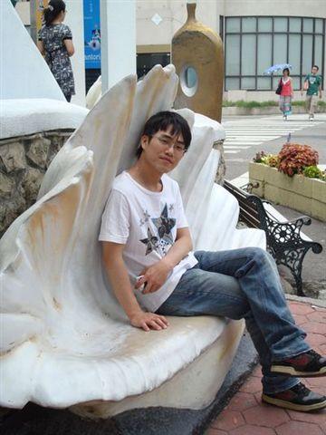 均均3_in聖托里尼on貝殼椅.JPG
