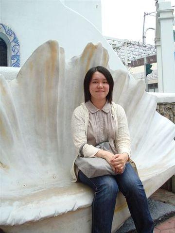 是我4_in聖托里尼on貝殼椅.JPG