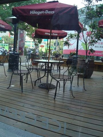 Haagen-dazs一景8_戶外用餐空間.JPG