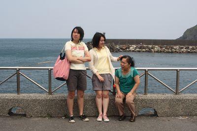 母女三人2_in南方澳海景.jpg