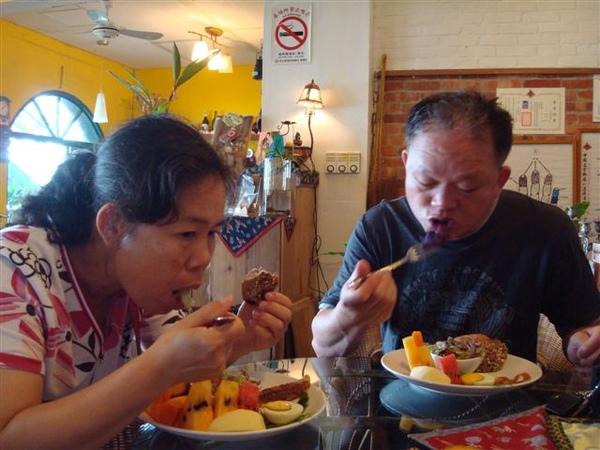 爸媽7_in雲在山房吃早餐.JPG
