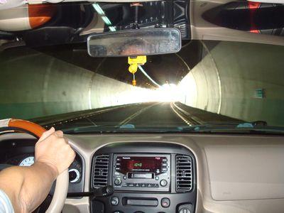 雪山隧道一景2_前面就是出口了.JPG