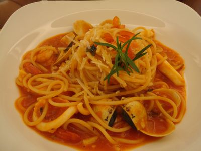 VIOLA餐2_拿坡里茄汁海鮮義大利麵.JPG