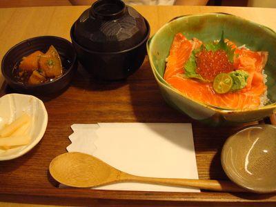 魚旨彩餐5_鮭魚親子ㄉㄨㄥˋ.JPG
