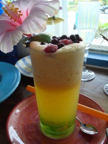 沙灘小酒館餐2_熱帶果林鮮果粒茶.JPG