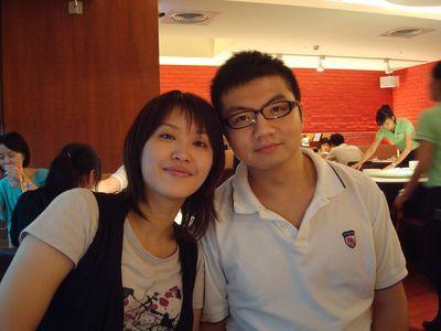 吟秋2_with男友in瓦城.JPG