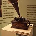 台中放送局展室9_手搖式留聲機.JPG
