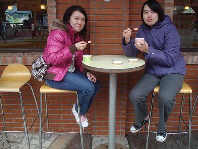 阿嘟&我2_吃草莓冰淇淋.JPG