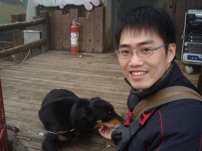 均30_in青青草原with牧羊犬.JPG