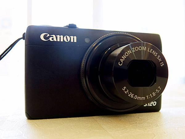 圖3 Canon S120外型方正,中規中矩。