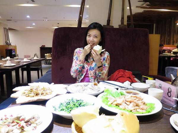 圖1 我在青島「喬記漁莊」吃山東大饅頭