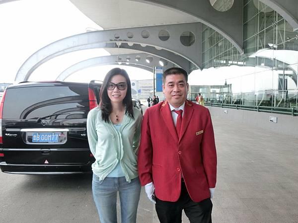 圖30 張煒總監安排酒店車輛送我們到青島機場