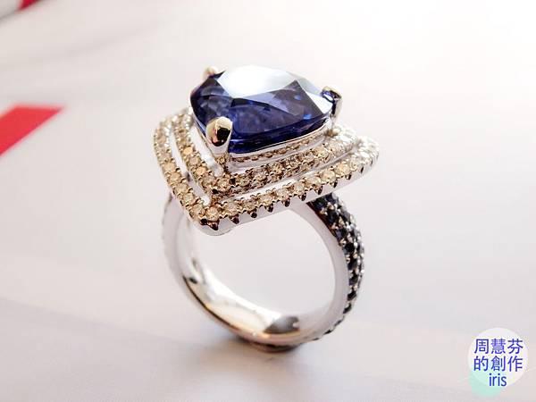 圖2 我設計的「丹泉VS藍寶」鑽戒