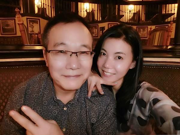 圖16 我與咪呢在美麗華的金色三麥餐廳