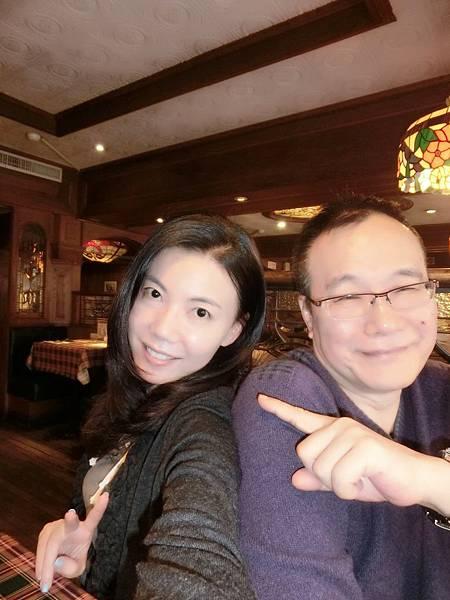 圖1 2014年3月我與咪呢在內湖雙聖餐廳