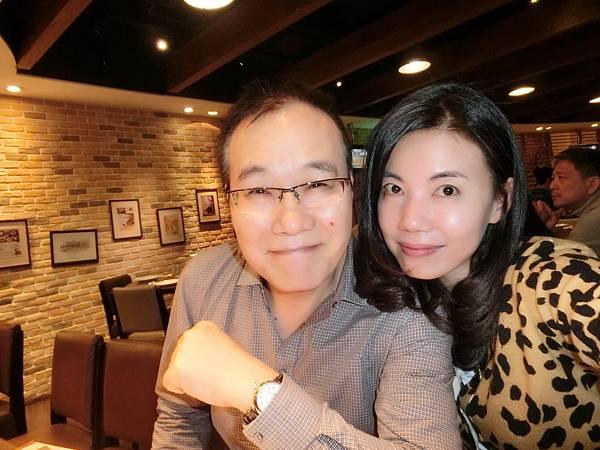 圖4 2014年3月我與咪呢在內湖卓莉餐廳