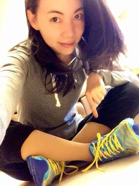 圖2 我和我新買的運動鞋