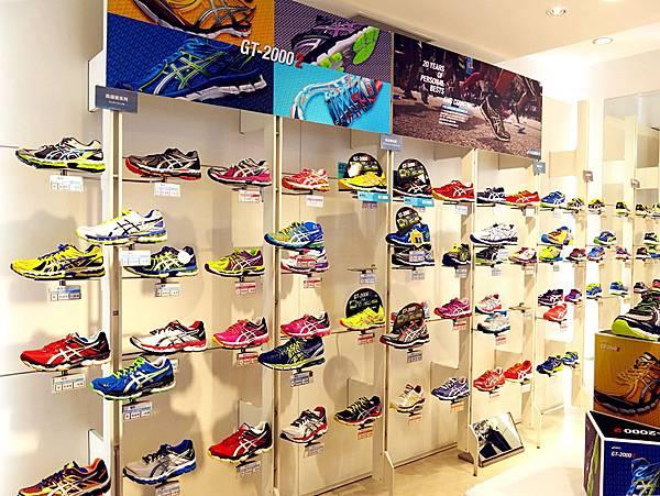 圖3 琳瑯滿目的運動鞋