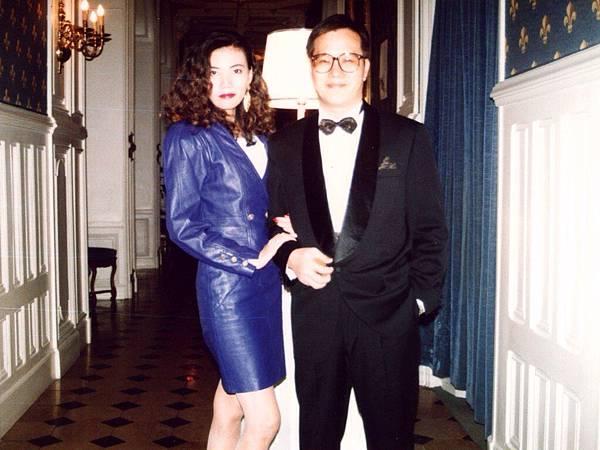 圖1 1993年我與咪呢到巴黎古堡飯店度蜜月