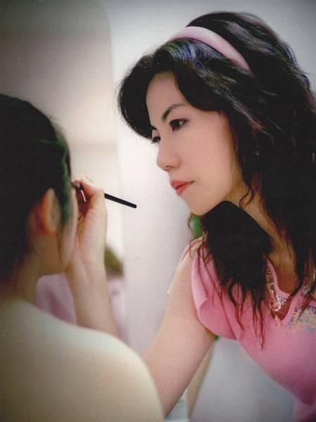 圖2 我在南京教授化妝課的情景