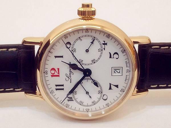 圖8 錶身渾圓厚實,表現出懷錶式腕錶該有的量感與質感。