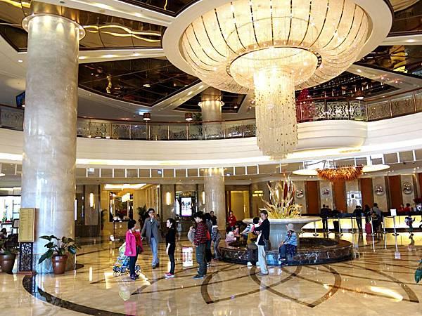 圖1 高雄義大皇冠酒店Lobby