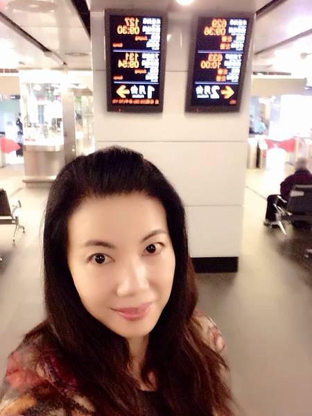 圖2 我在台北高鐵站候車