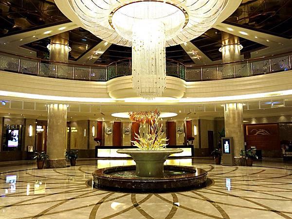 圖3 高雄義大皇冠酒店Lobby
