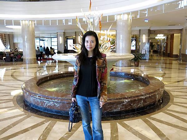 圖6 我在義大皇冠酒店Lobby