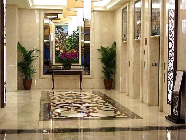 圖13 義大皇冠酒店電梯間