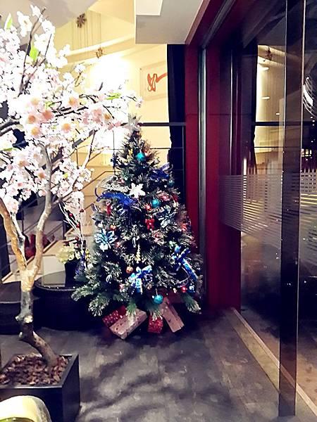圖2 九元鐵板燒餐廳內的聖誕樹