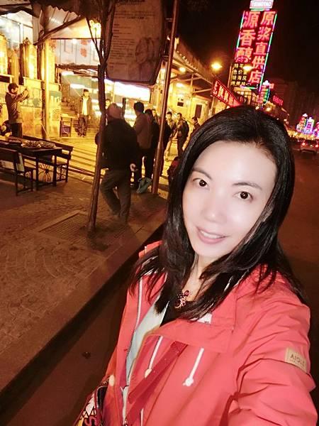 圖2 4月21日青島啤酒夜市遊逛時牙痛難耐,遊興盡失。