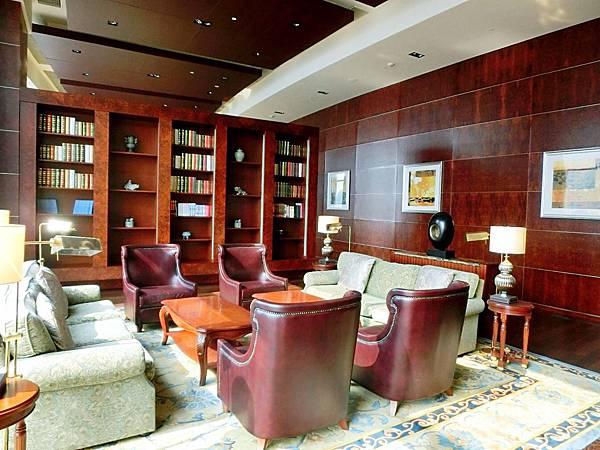 圖14 青島香格里拉酒店二十樓VIP廳